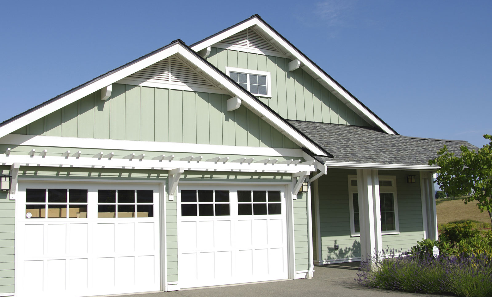 Energy efficient garage doors save on your bills a team for Energy efficient garage doors
